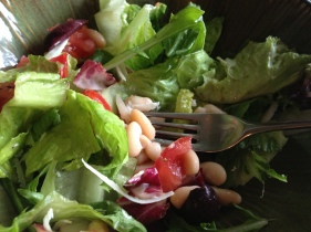 Salad with White Beans and Balsamic Dressing